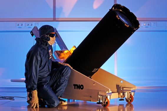 The laser telescope can create artificial stars. © 2012 TNO/Fred Kamphues/ESO